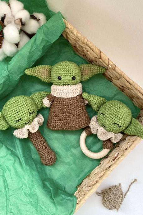 SET OF 2 Star wars baby alien toy and rattle Mandalorian child jedi Montessori rattle toy Expecting mom gift basket First birthday gift