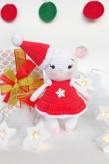 PATTERN pdf Crochet mouse Christmas crochet mouse White mouse Crochet animals Amigurumi mouse Easy Tutorial Mothers day pattern Mom pattern.